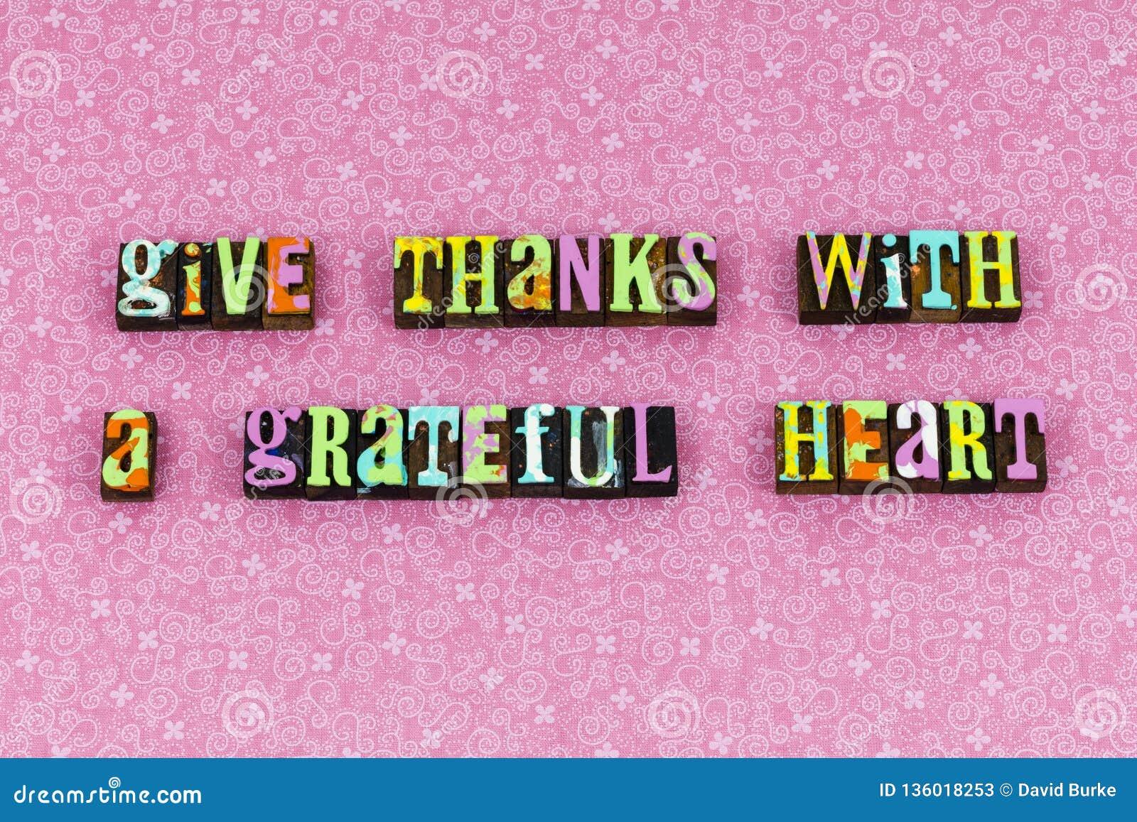 Dê a agradecimentos o coração grato tipografia grata