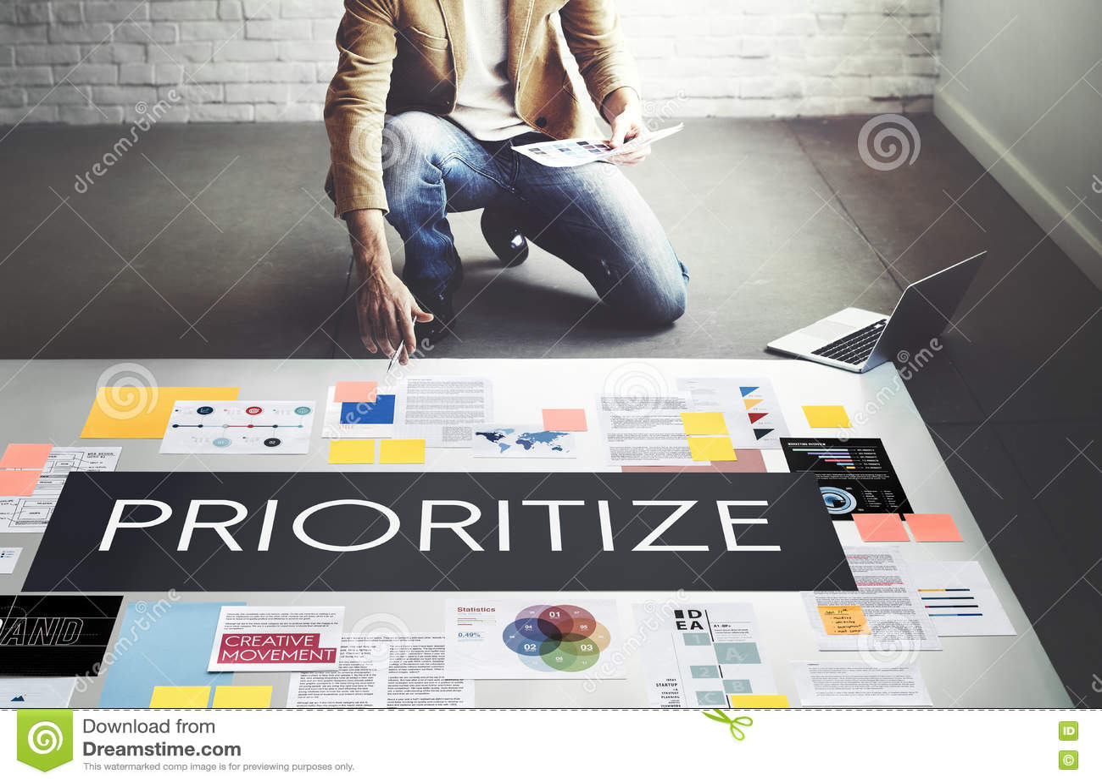 Dê a prioridade sublinham o conceito importante da tarefa da eficiência