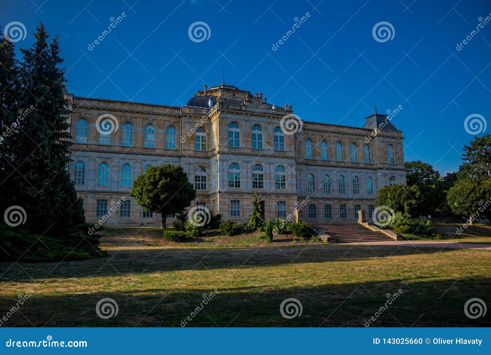 Día acogedor en el paisaje del parque en Gotha