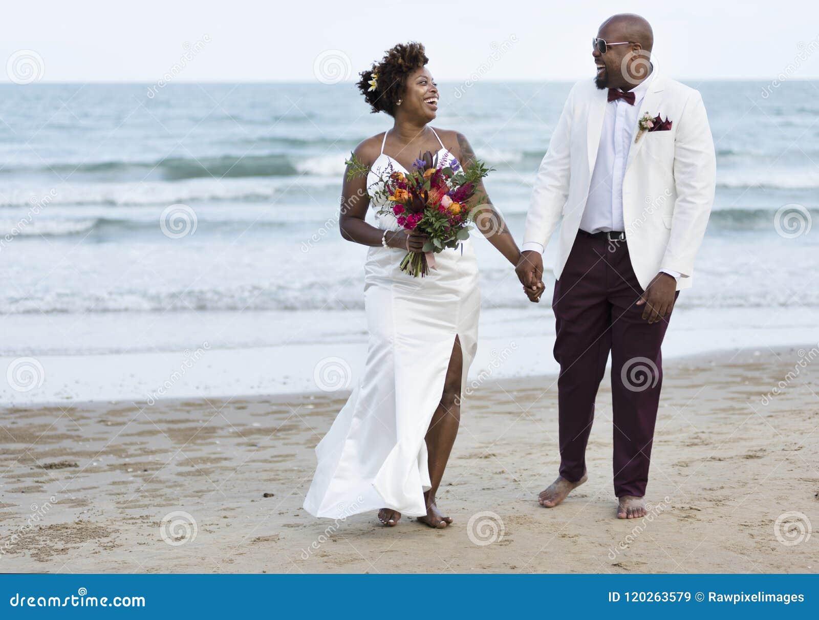 Día de boda afroamericano del ` s de los pares