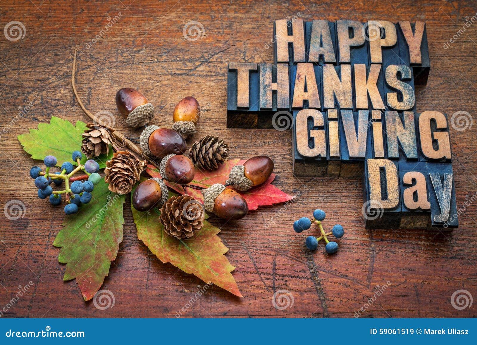 Día feliz de la acción de gracias en el tipo de madera
