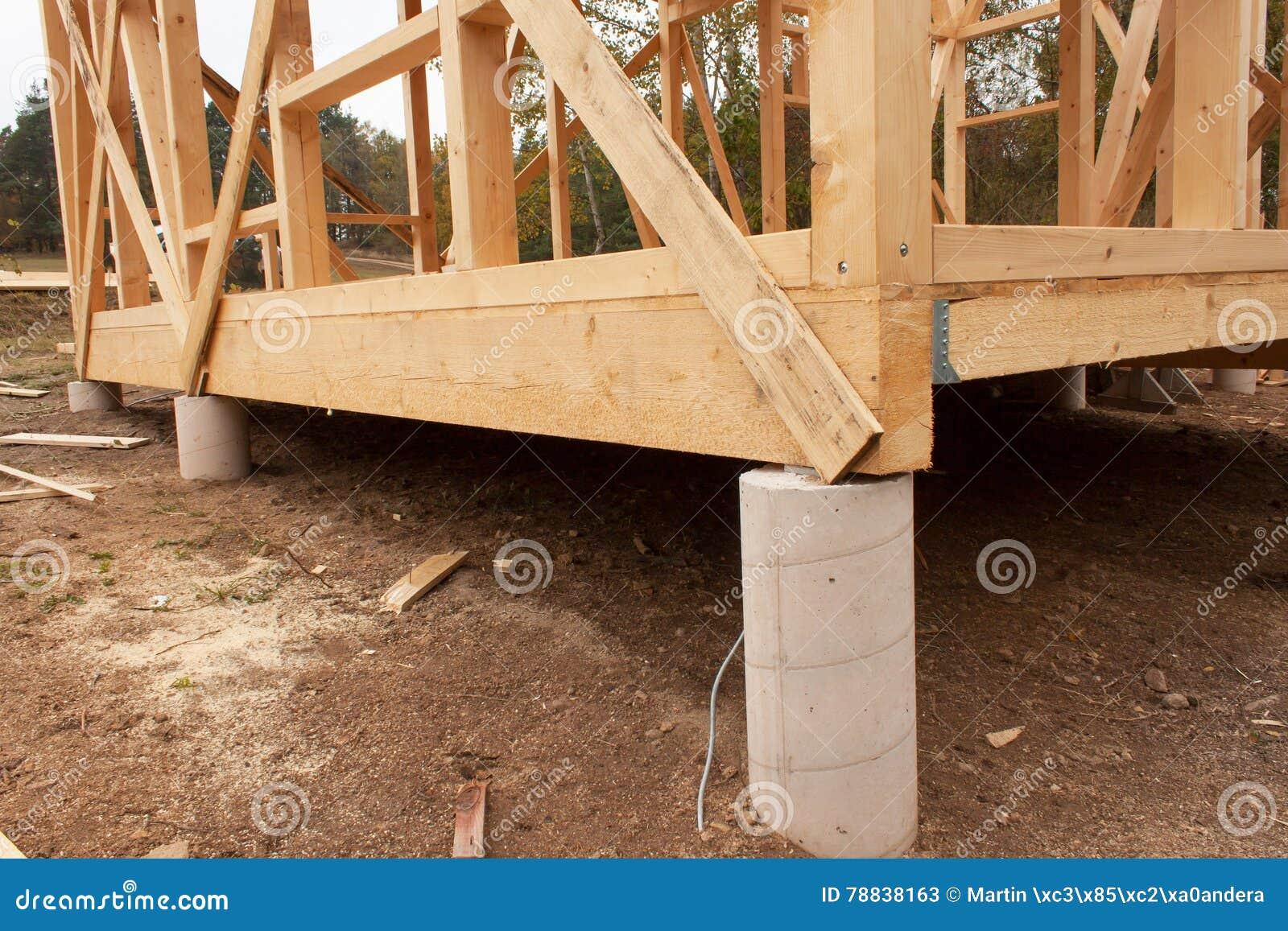 Día Lluvioso Del Otoño En El Emplazamiento De La Obra Construcción ...