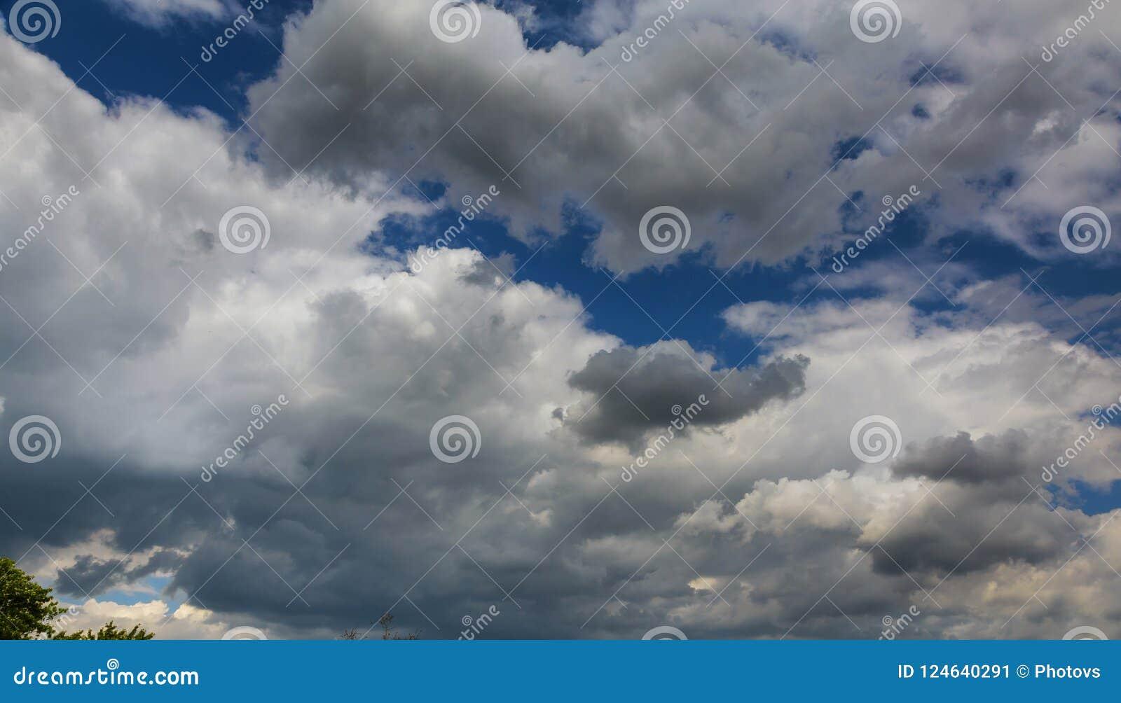Día Soleado Aéreo Azul Extenso Del Cielo Y Del Cielo De Las