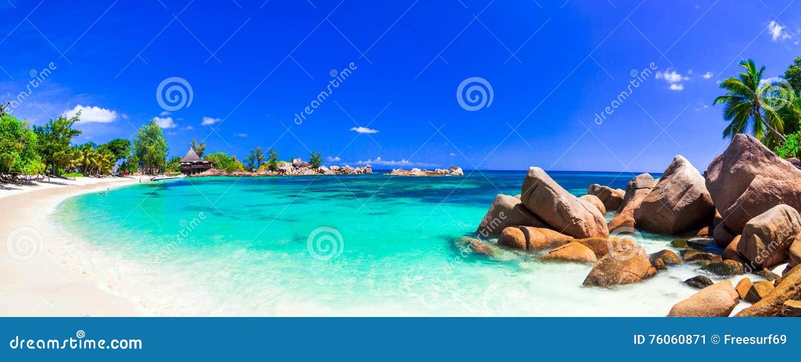Días de fiesta tropicales asombrosos en playas del paraíso de Seychelles, Pras