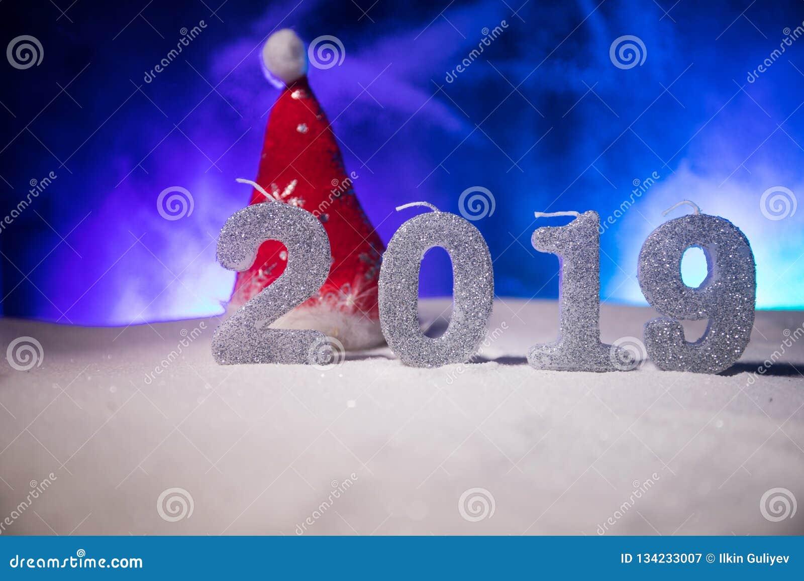 2019 dígitos en la nieve Nuevo concepto feliz de 2019 años Espacio vacío para su texto