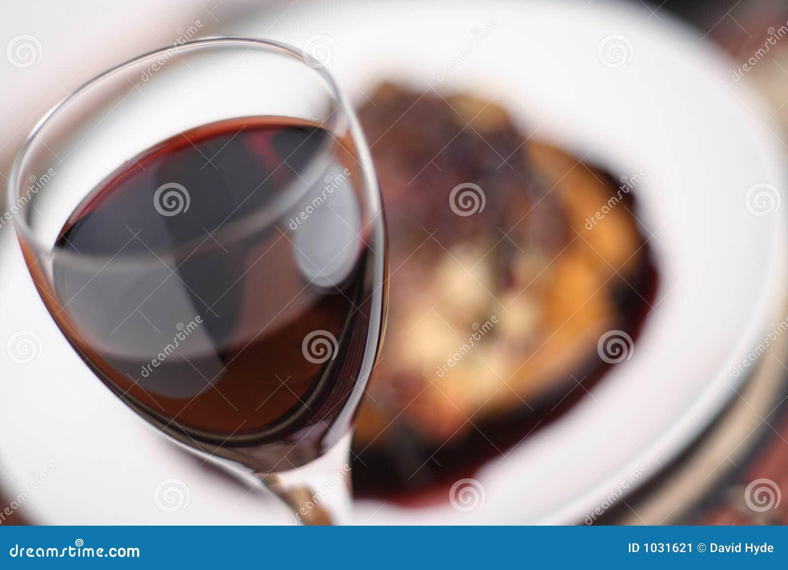 Dîner de vin rouge ; vue large d orientation molle