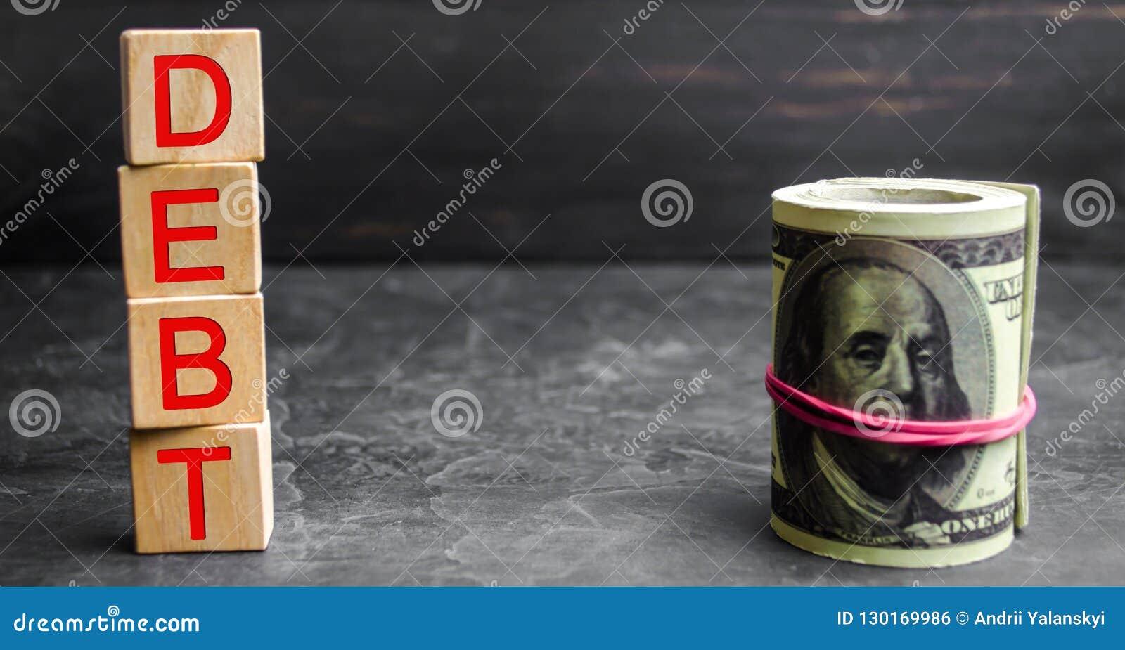 Dólares do dinheiro e a inscrição 'débito ' Pagamento dos impostos e do débito ao estado Conceito da crise financeira e dos probl