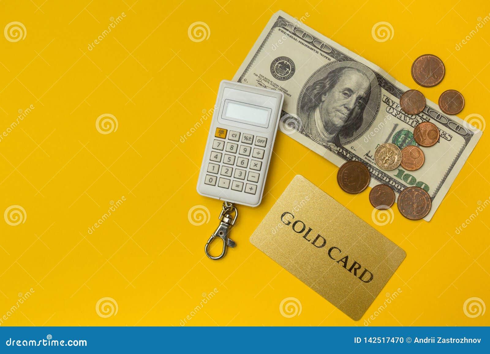 Dólares dos EUA, a calculadora e o cartão de crédito Fundo do conceito do negócio e da finança