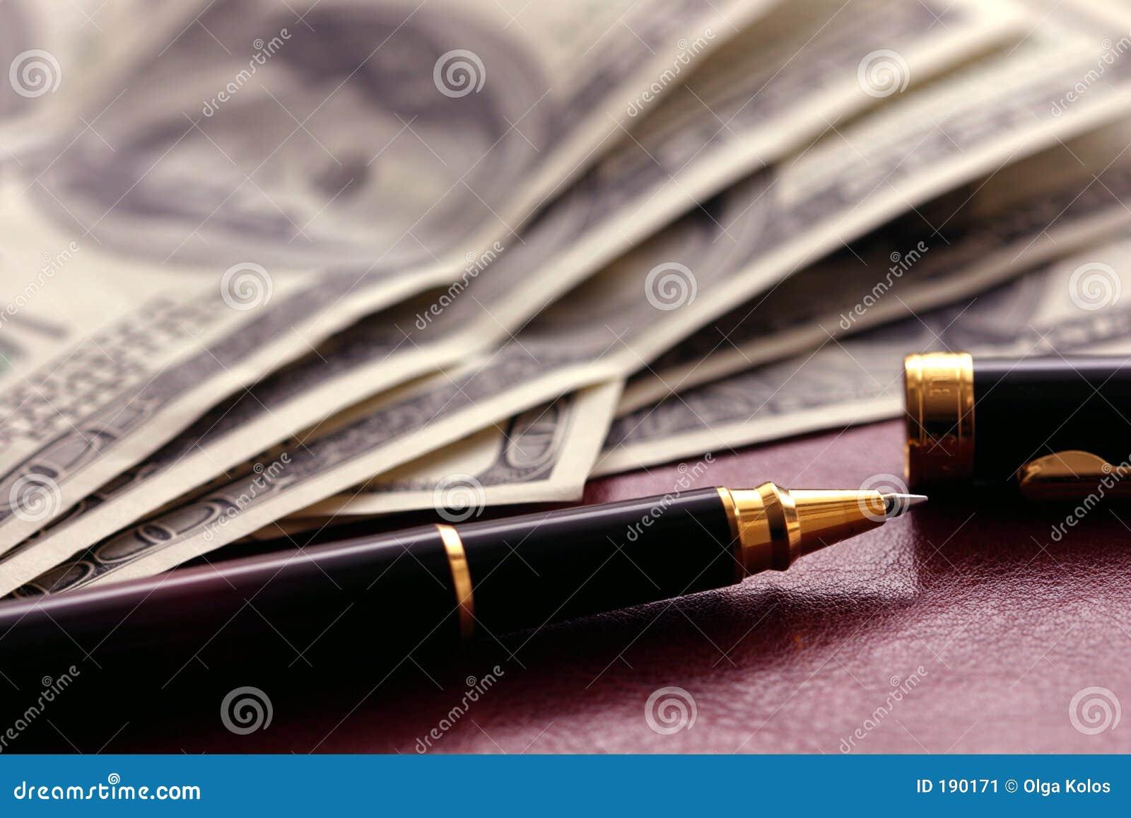 Dólares y pluma