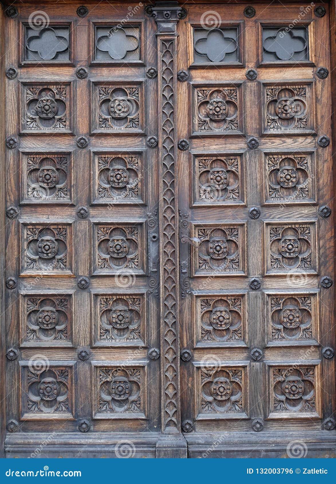 Dörr västra portal av kyrkan av St Mark i Zagreb