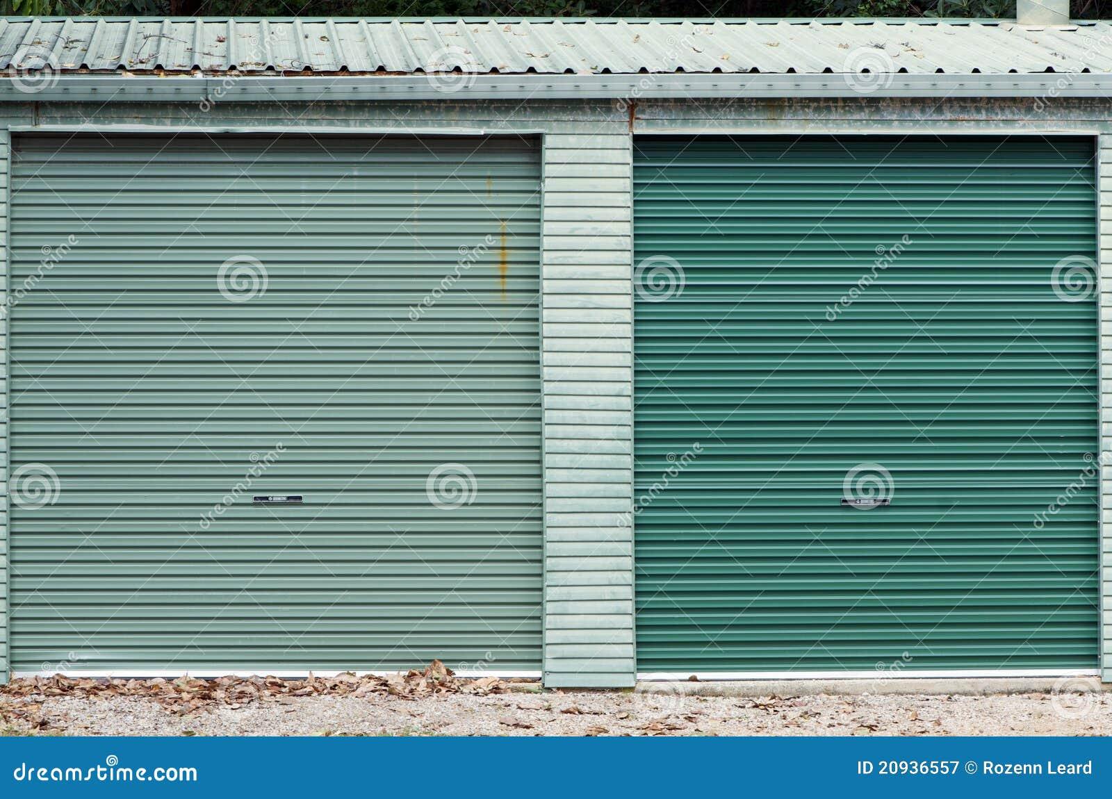 Dörrar parkera bilen i garage green