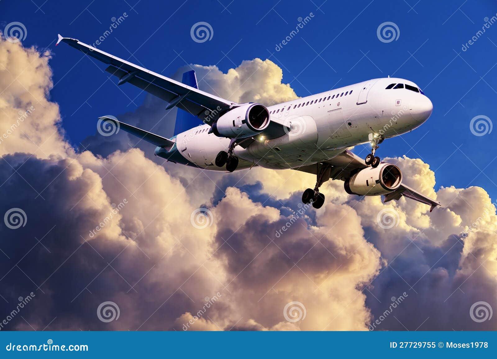 Düsenflugzeug im Flug