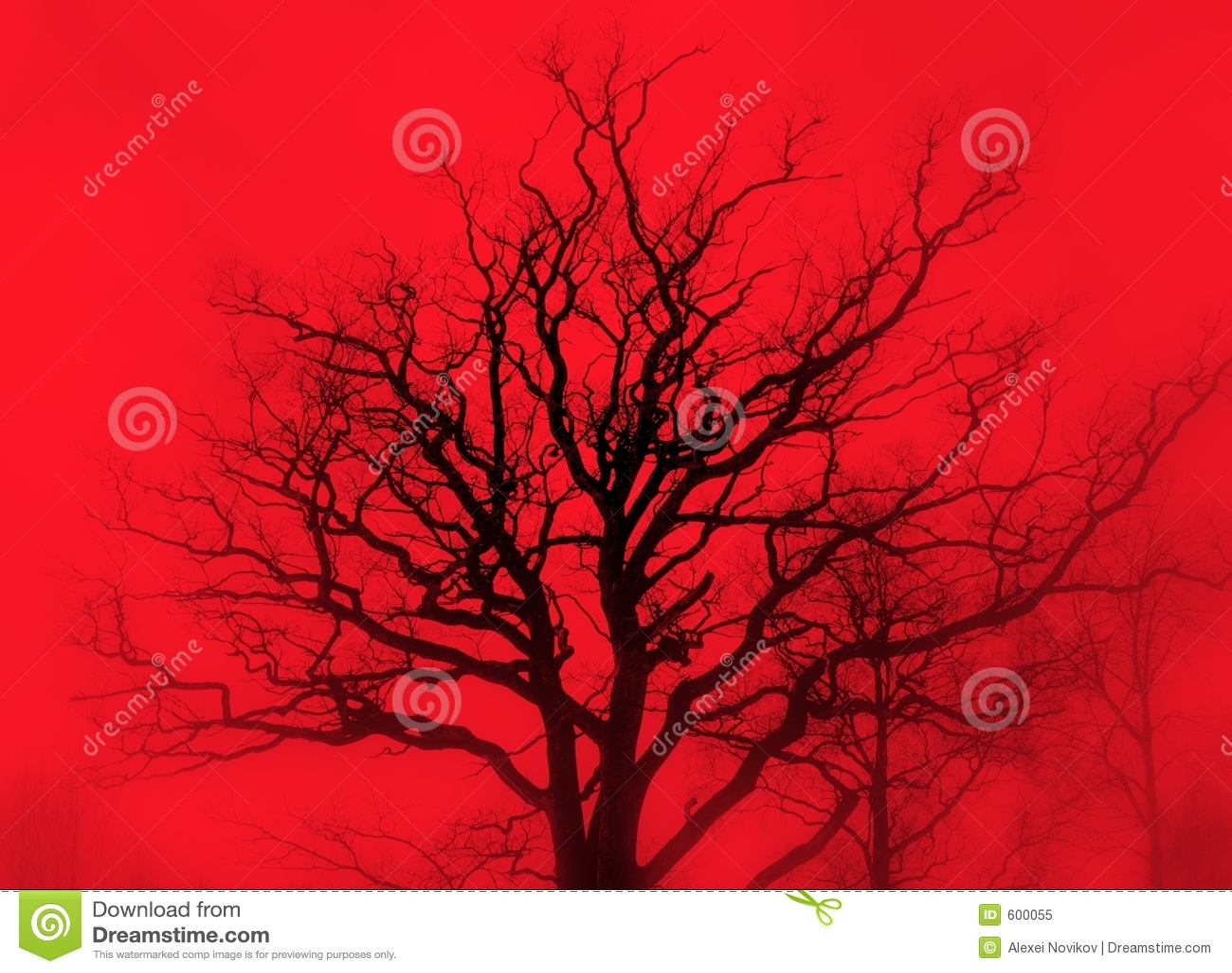Düstere Eiche im roten Nebel