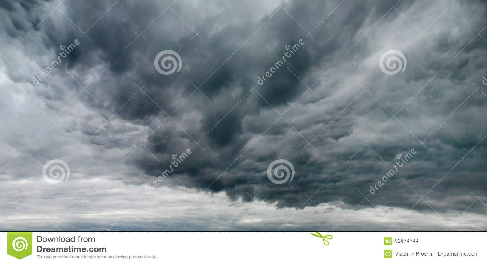 Düsterer Himmel mit Sturmwolken