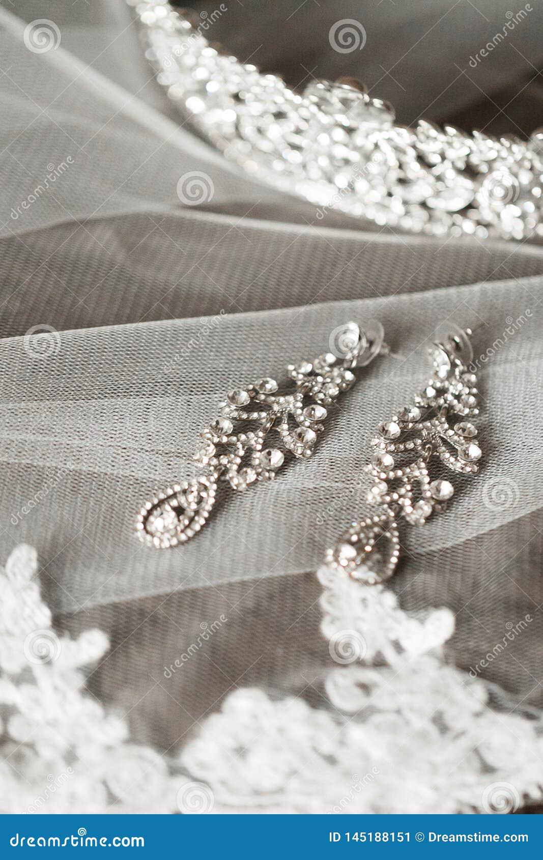 Dłudzy bridal kolczyki
