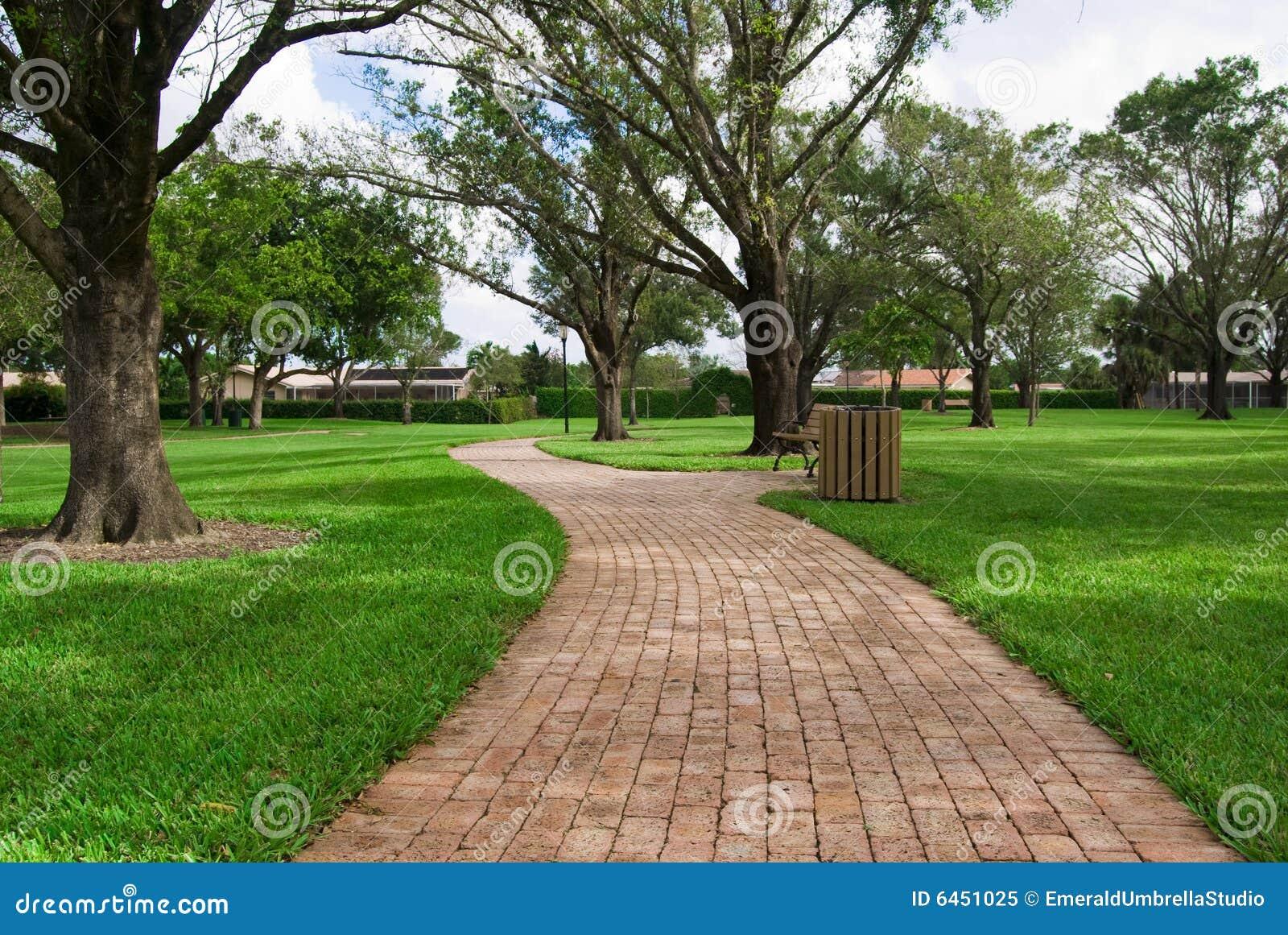 Długa droga cegieł park