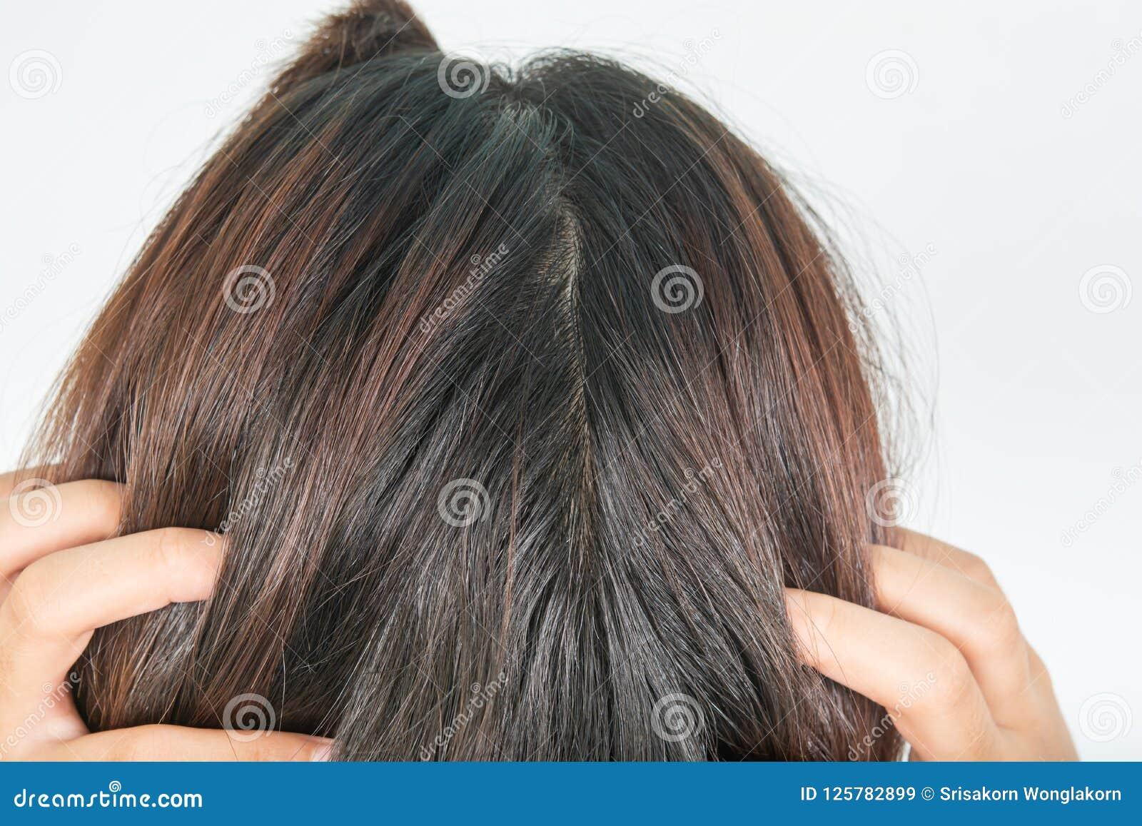 Długi i gęsty włosy kobiety