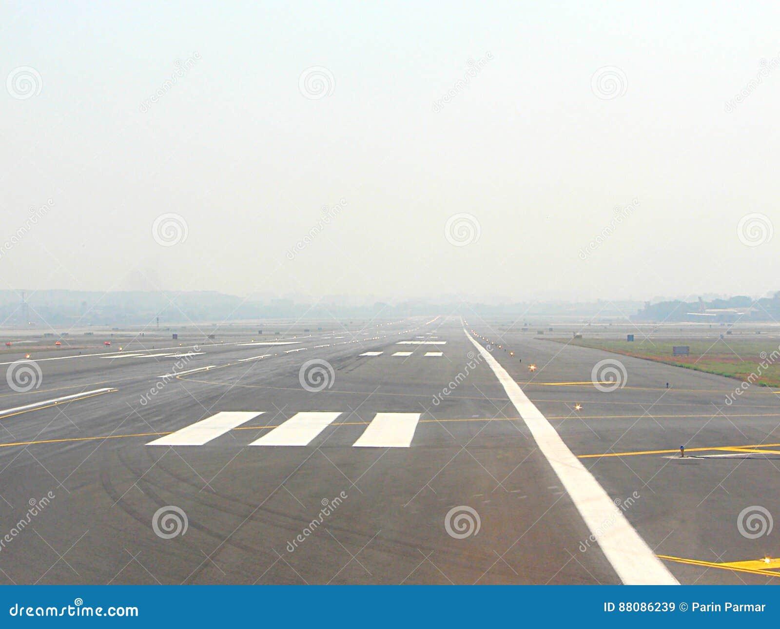 Długi pas startowy dla samolotu