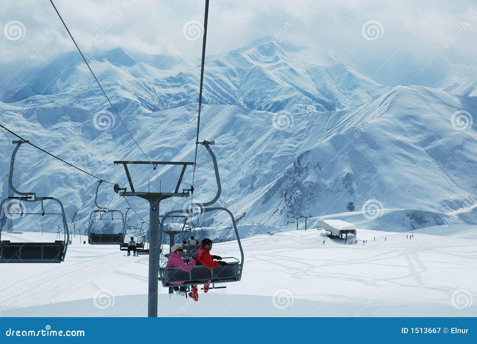 Dźwigi narciarstwa ludzi