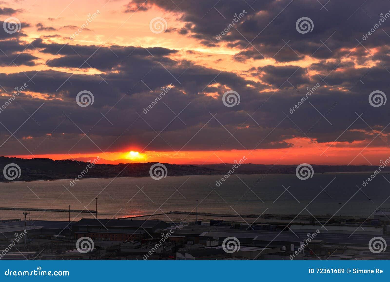 3d横向全景海运日落