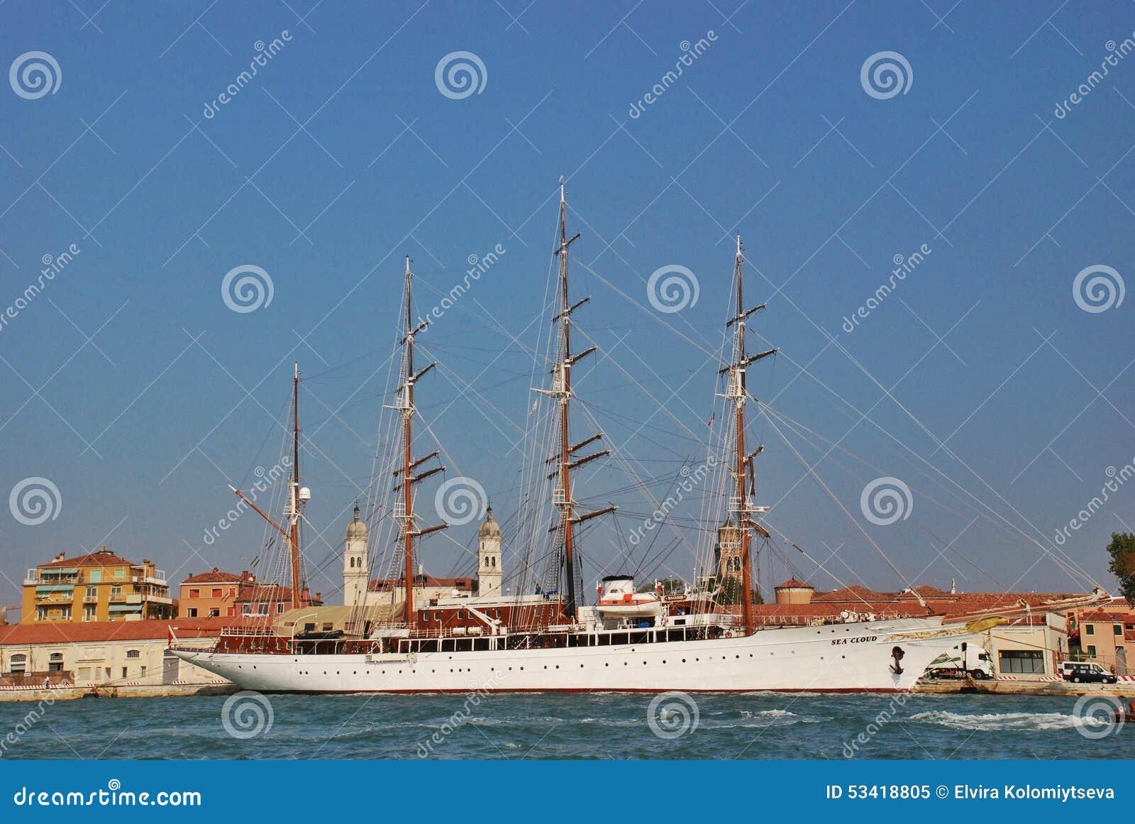 3d横向帆船日落