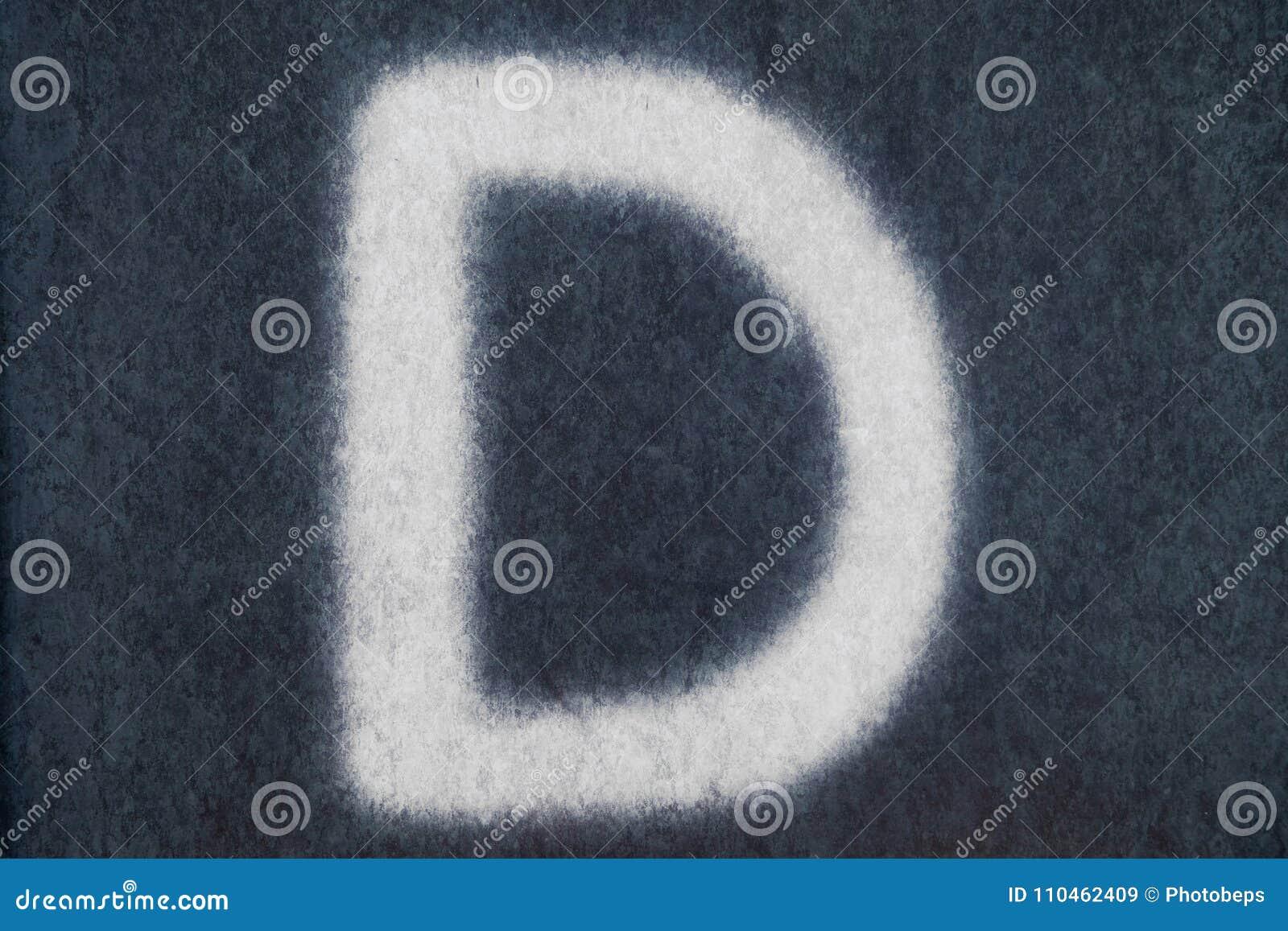 D isolerad kritabokstav i svart tavlabakgrund