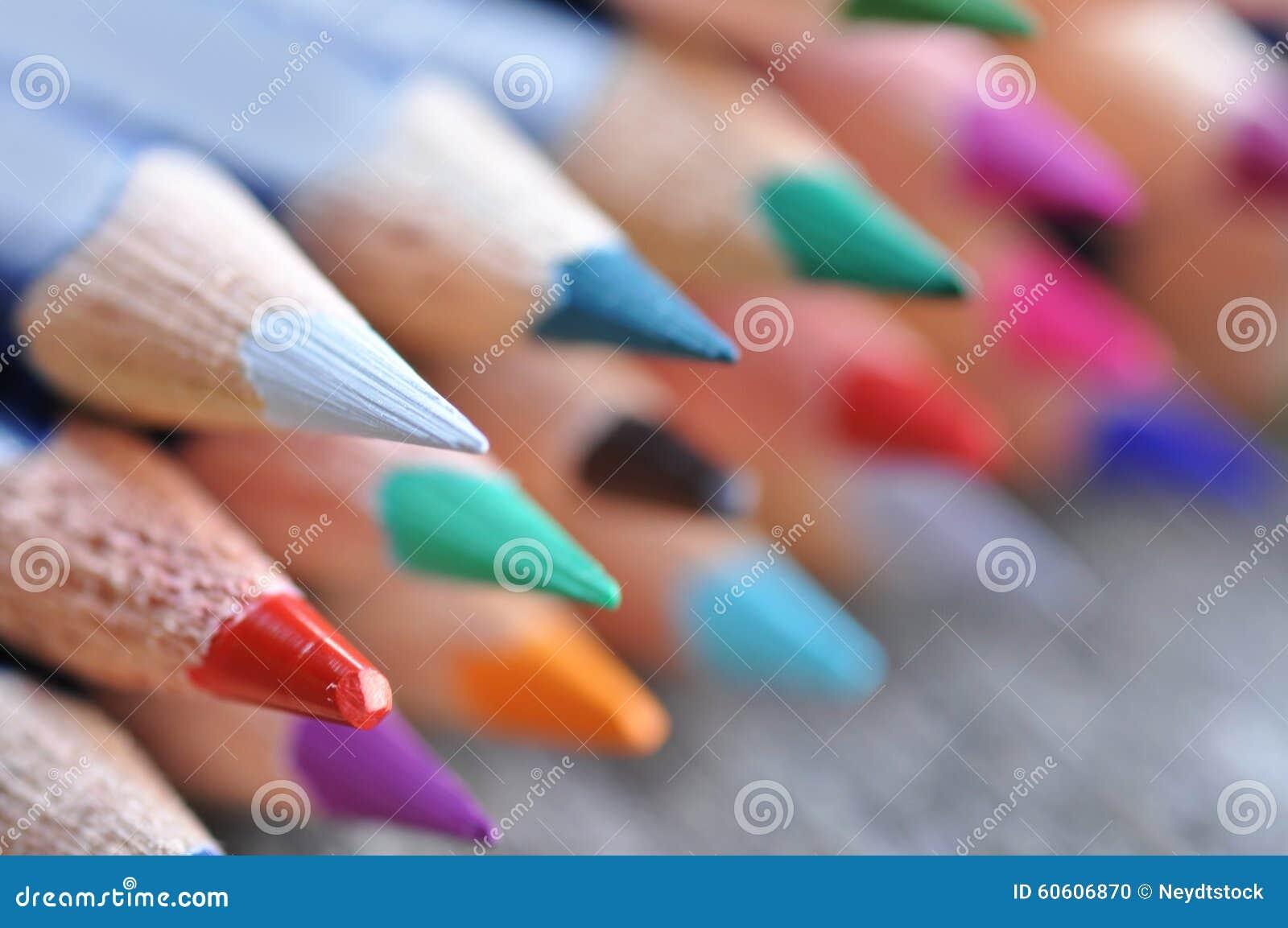 3d koloru kredek ołówki odpłacają się