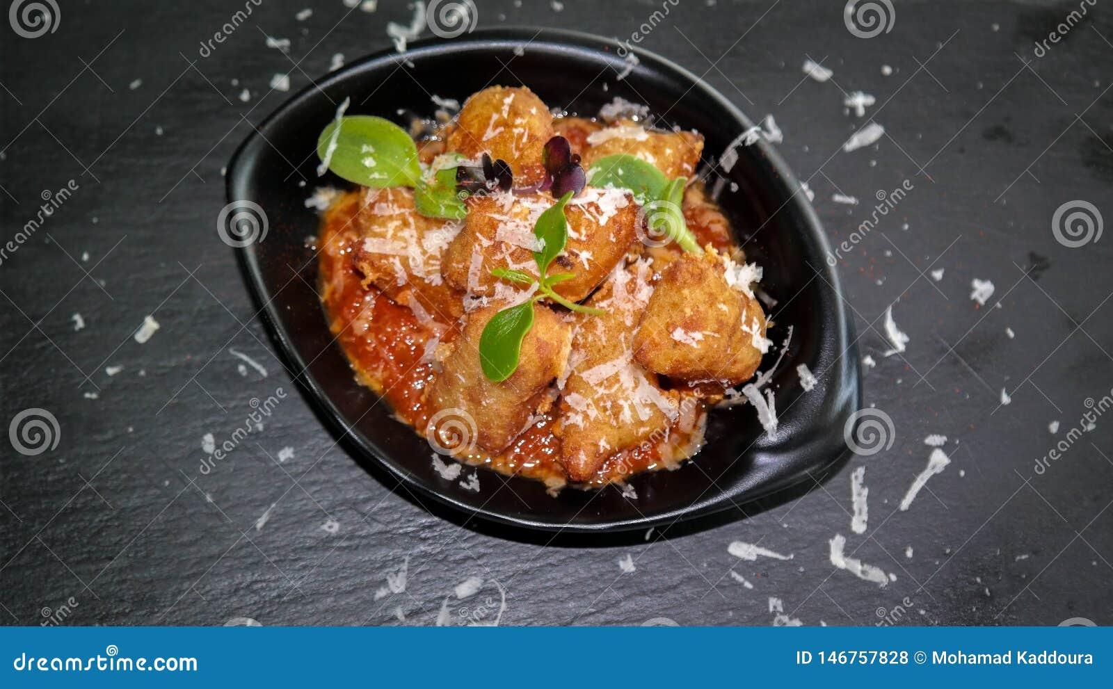 D?licieux frits amusent l ap?ritif de bouche - nourriture frite ? partager