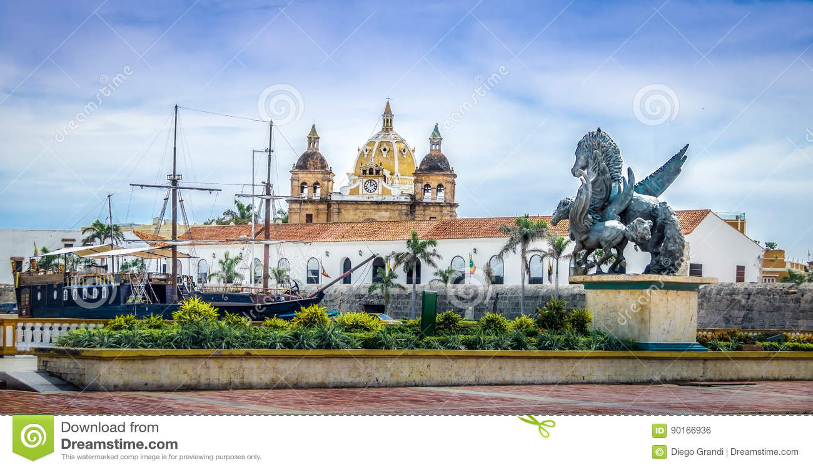 Dômes d église de statues, de San Pedro Claver de Pegasus et bateau - Carthagène de Indias, Colombie