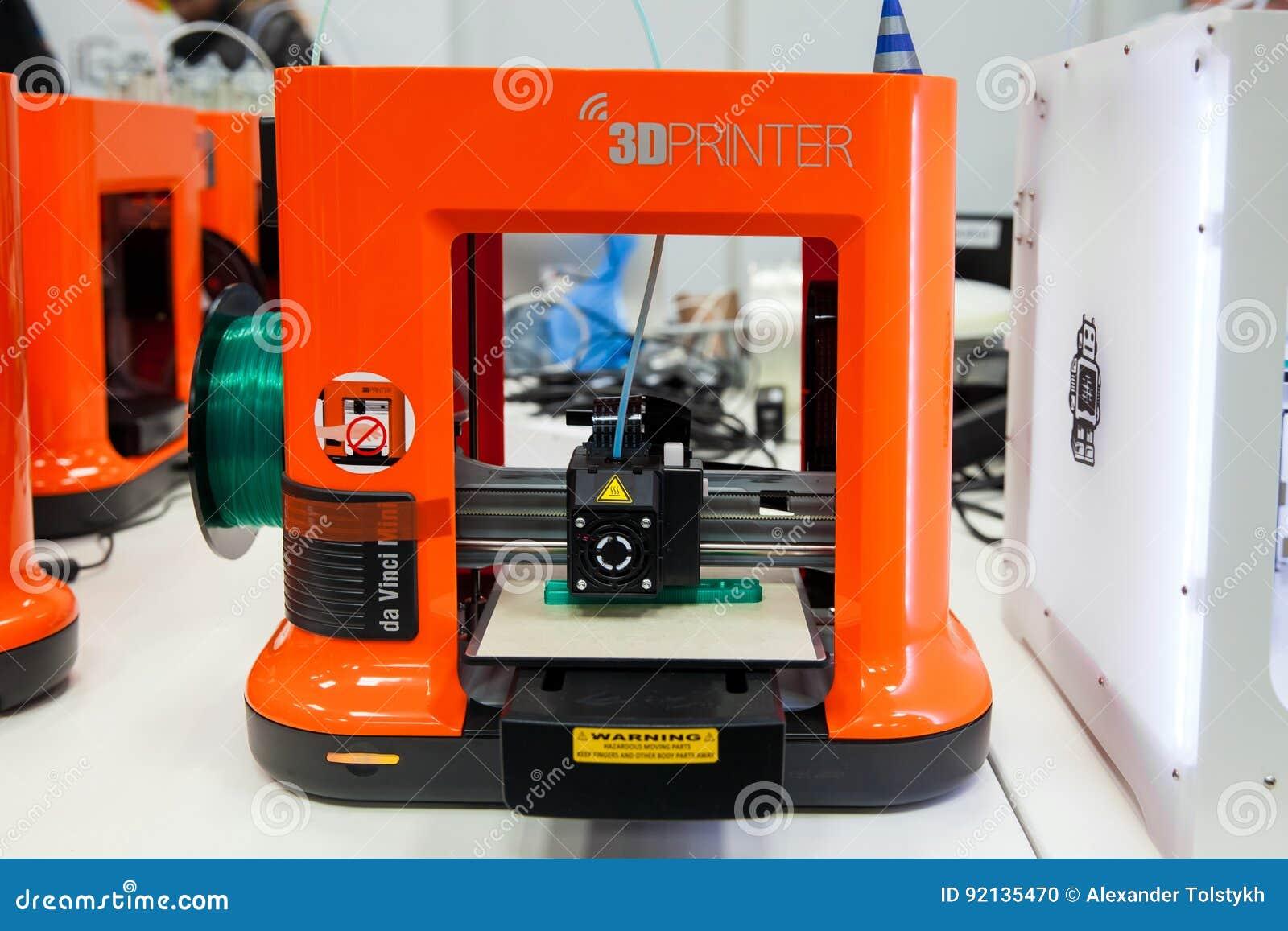 D Printer Exhibition Germany : D printer da vinchi mini printing close up process on exhibition