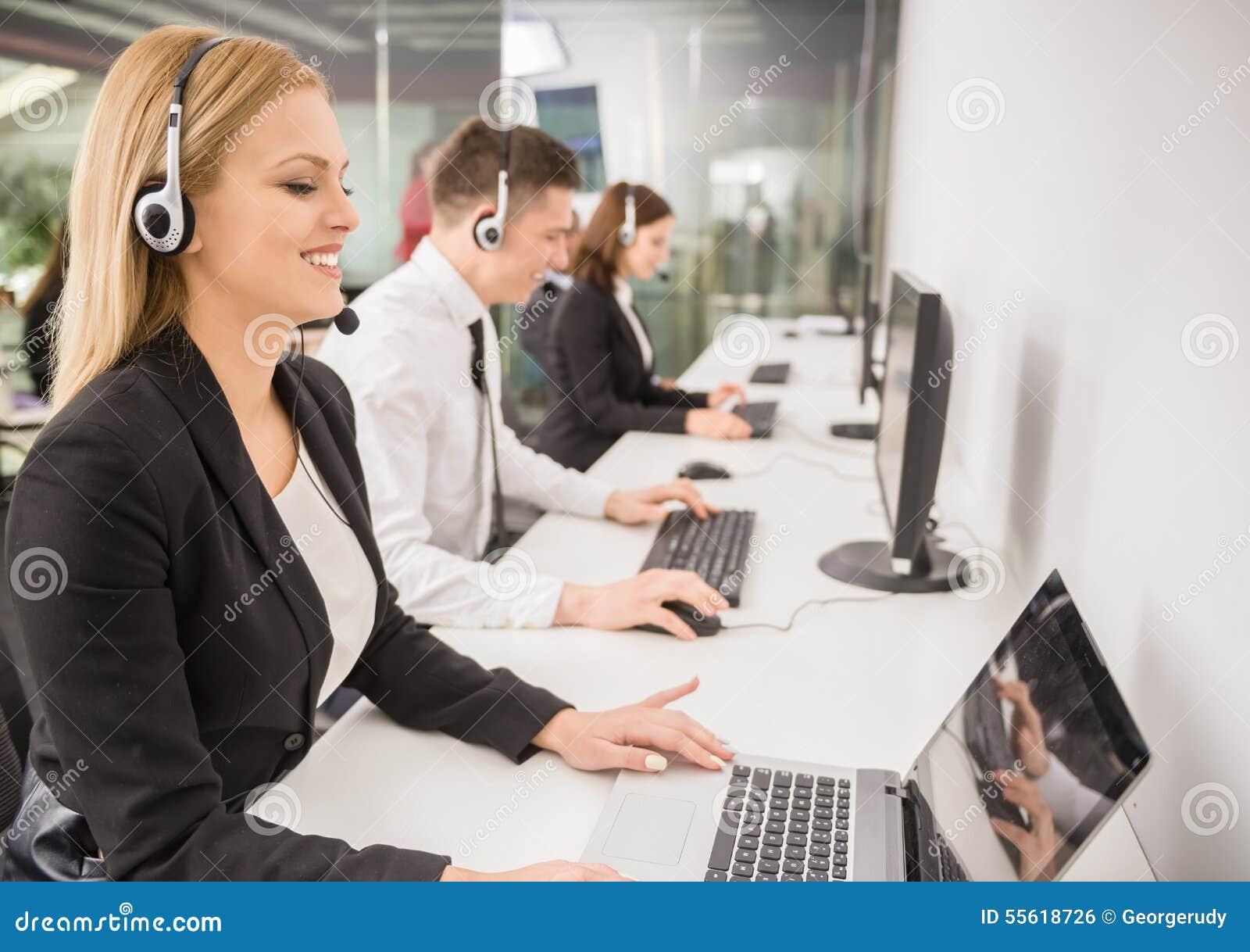3d tła centrum telefonicznego wizerunki odizolowywali biel