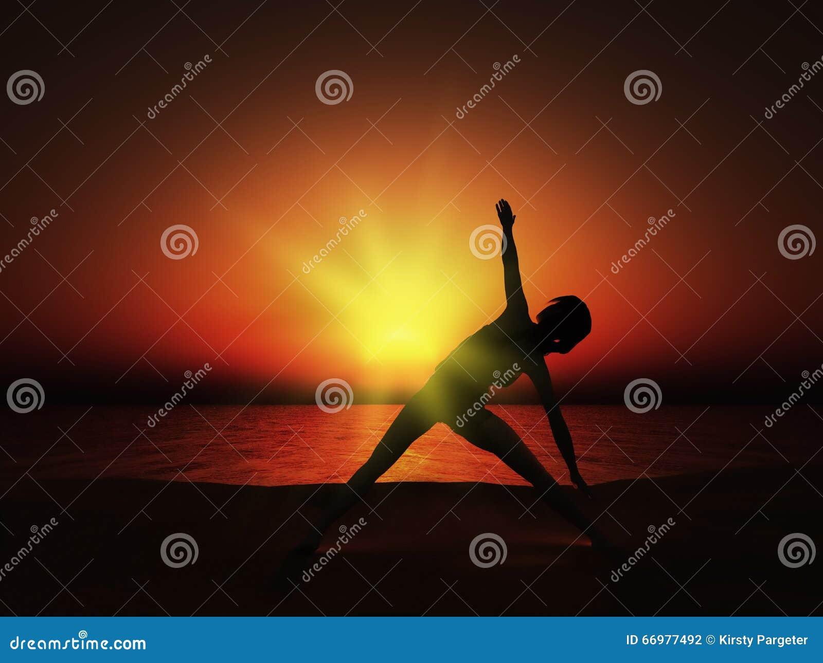 3D wijfje in yoga stelt bij zonsondergang