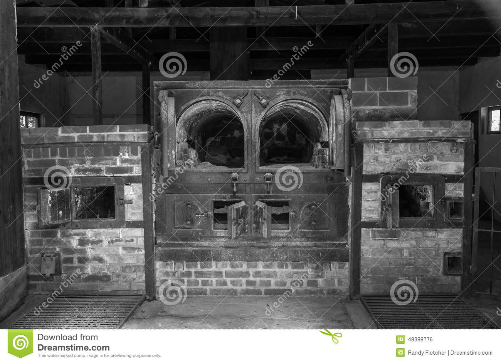 Dachau crematorium -1 w czarny i biały
