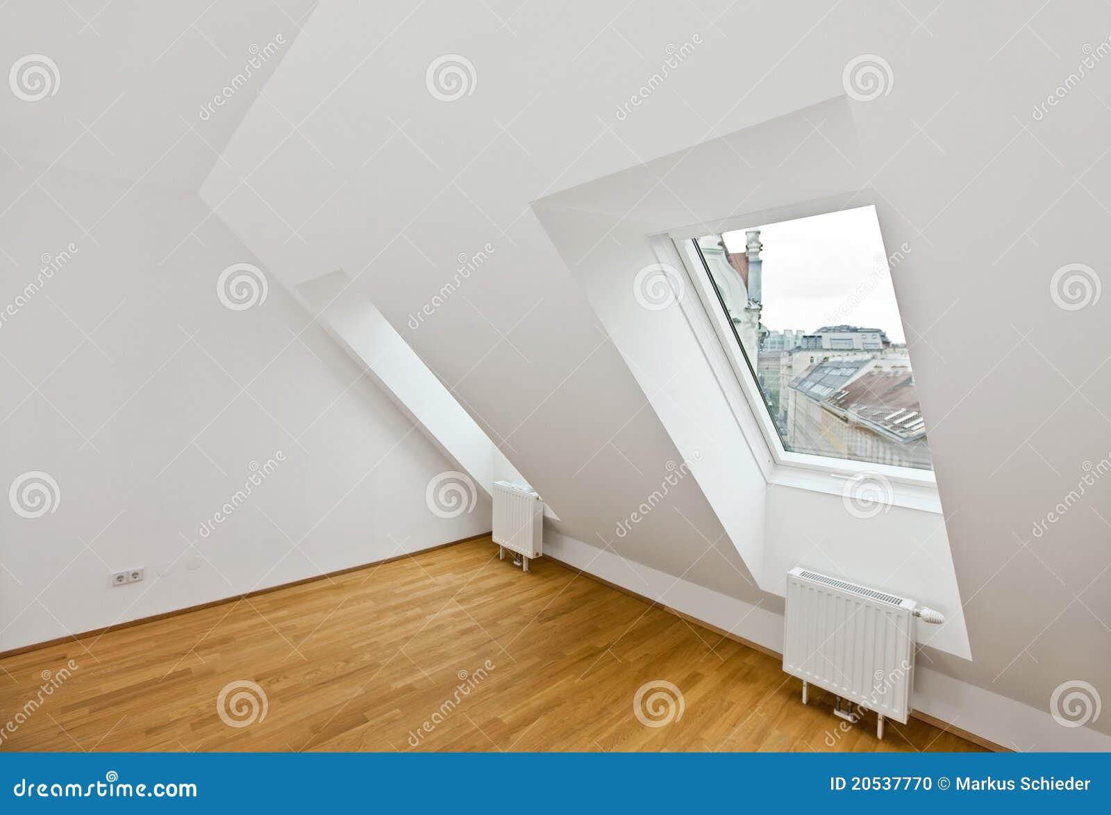 Fußboden Im Dachboden ~ Dachboden flach mit hölzernem fußboden stockfoto bild von aufbau
