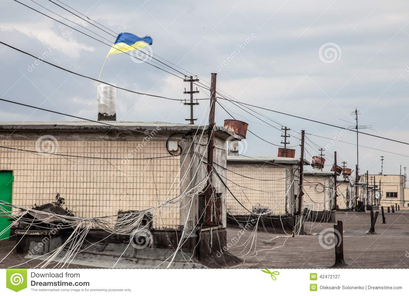 Dachspitze der Wohnung buiding mit MA-Flagge