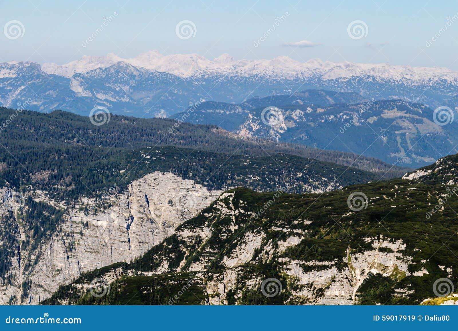 从Dachstein山,观看平台,奥地利的5个手指的美好的阿尔卑斯视图