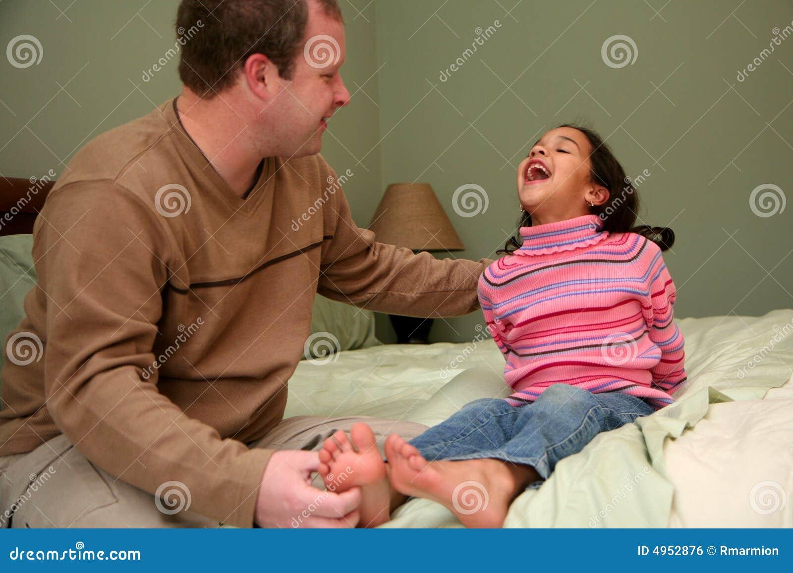 сын лижет у мамки киску