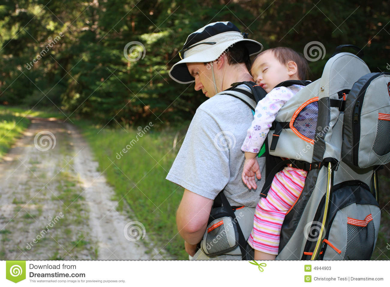 Dad hiking with baby girl stock photos image 4944903 for Daddy carrier