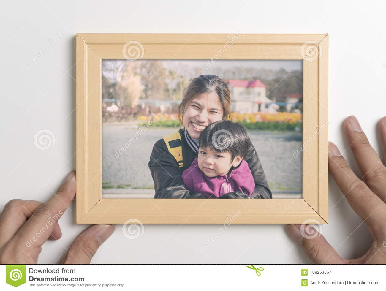 Daddy Hand Holding A Picture Of Mother And Son Stock Image - Image ...