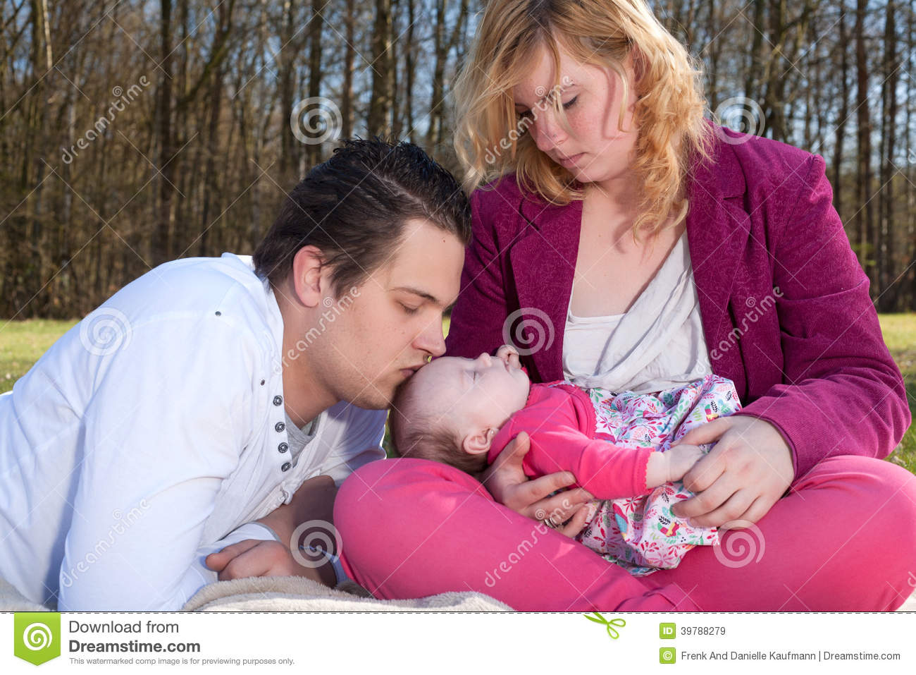 8d9dbba27 Daddy Is Kissing His Baby Girl Stock Image - Image of healthy, baby ...