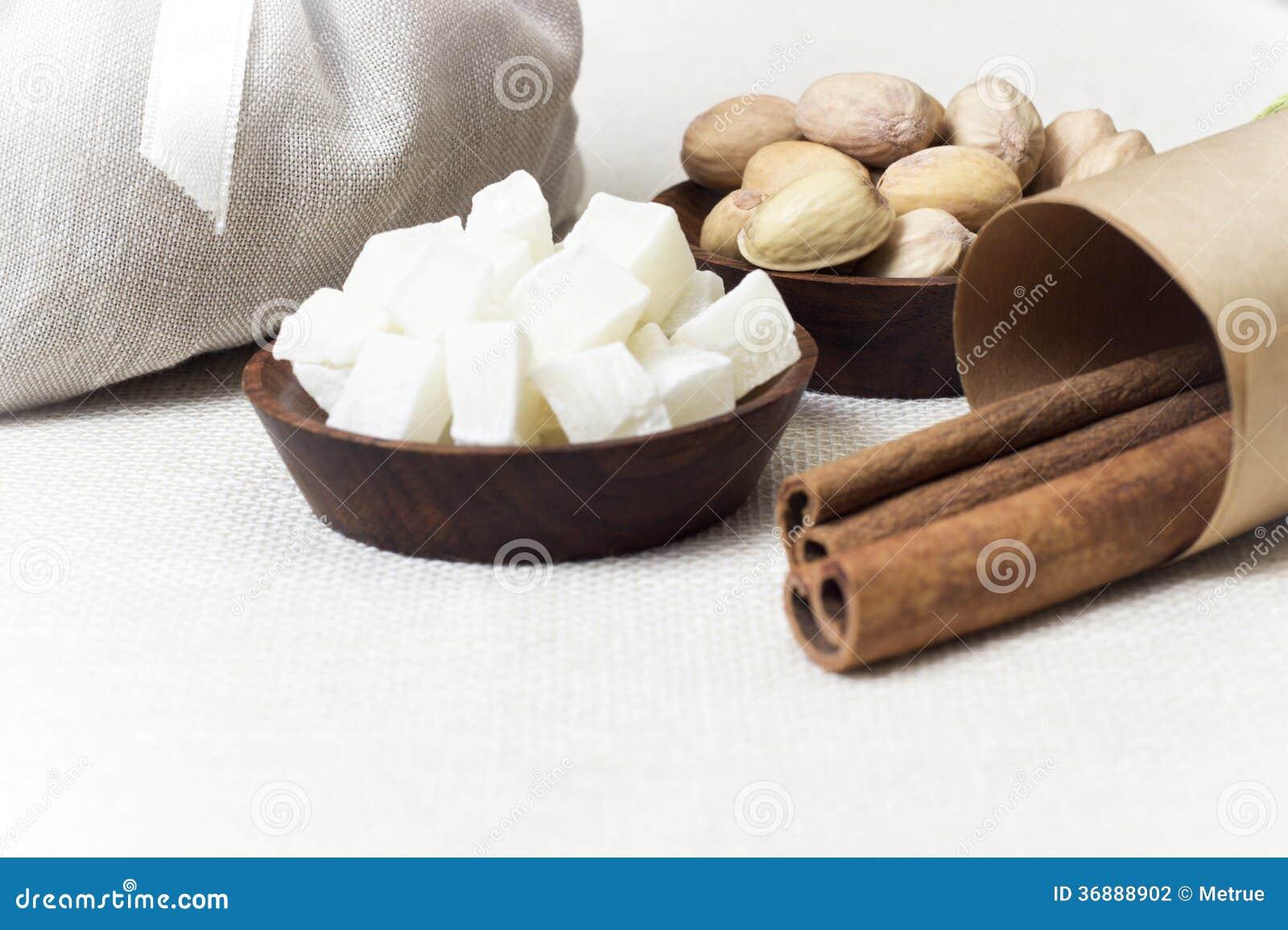 Download Dadi e frutti fotografia stock. Immagine di pasto, fresco - 36888902