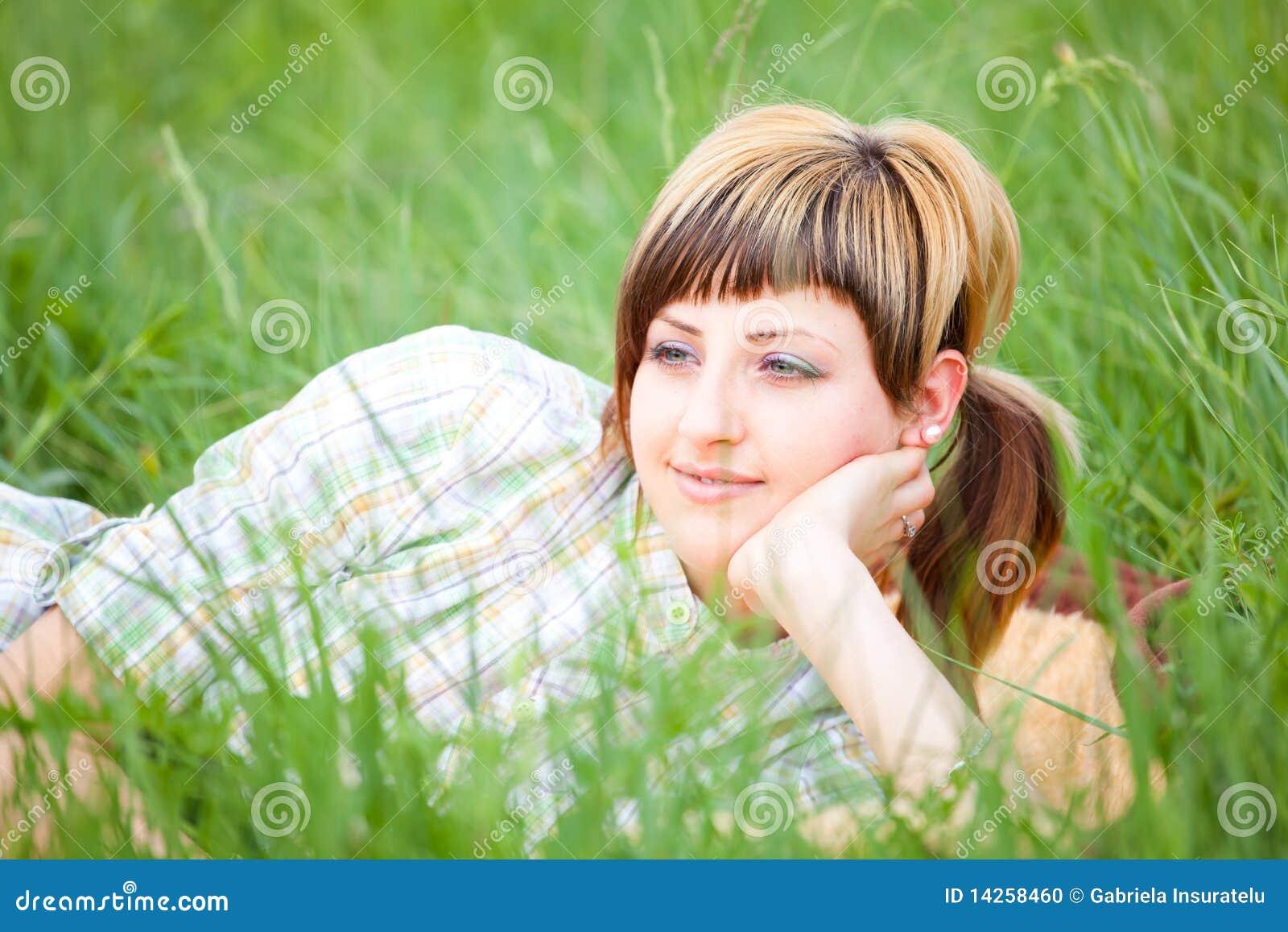 Dag som tycker om den utomhus- kvinnan