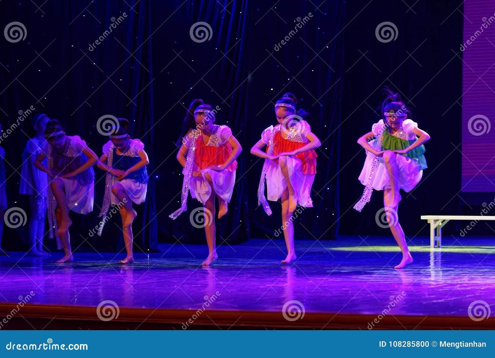 Dagdroom de sterrige de Dansacademie die van hemelpeking van het de dansonderwijs van test opmerkelijke kinderen ` s de voltooiin