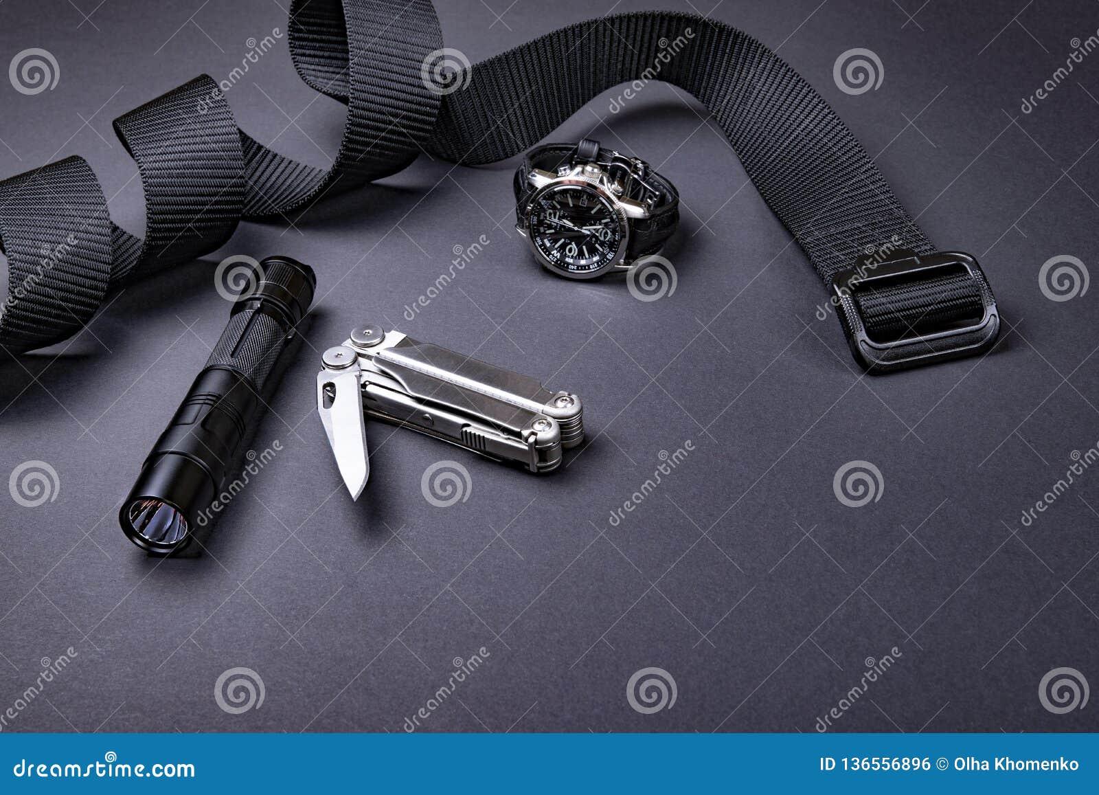 Dagligt bär EDC-objekt för män i svart färg - taktiskt mång- hjälpmedel för bälte, för ficklampa, för klocka och för silver