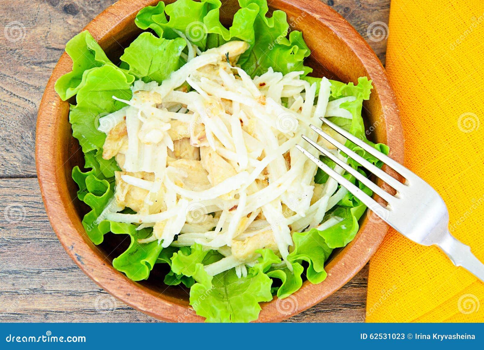 从Daikon和鸡的饮食沙拉
