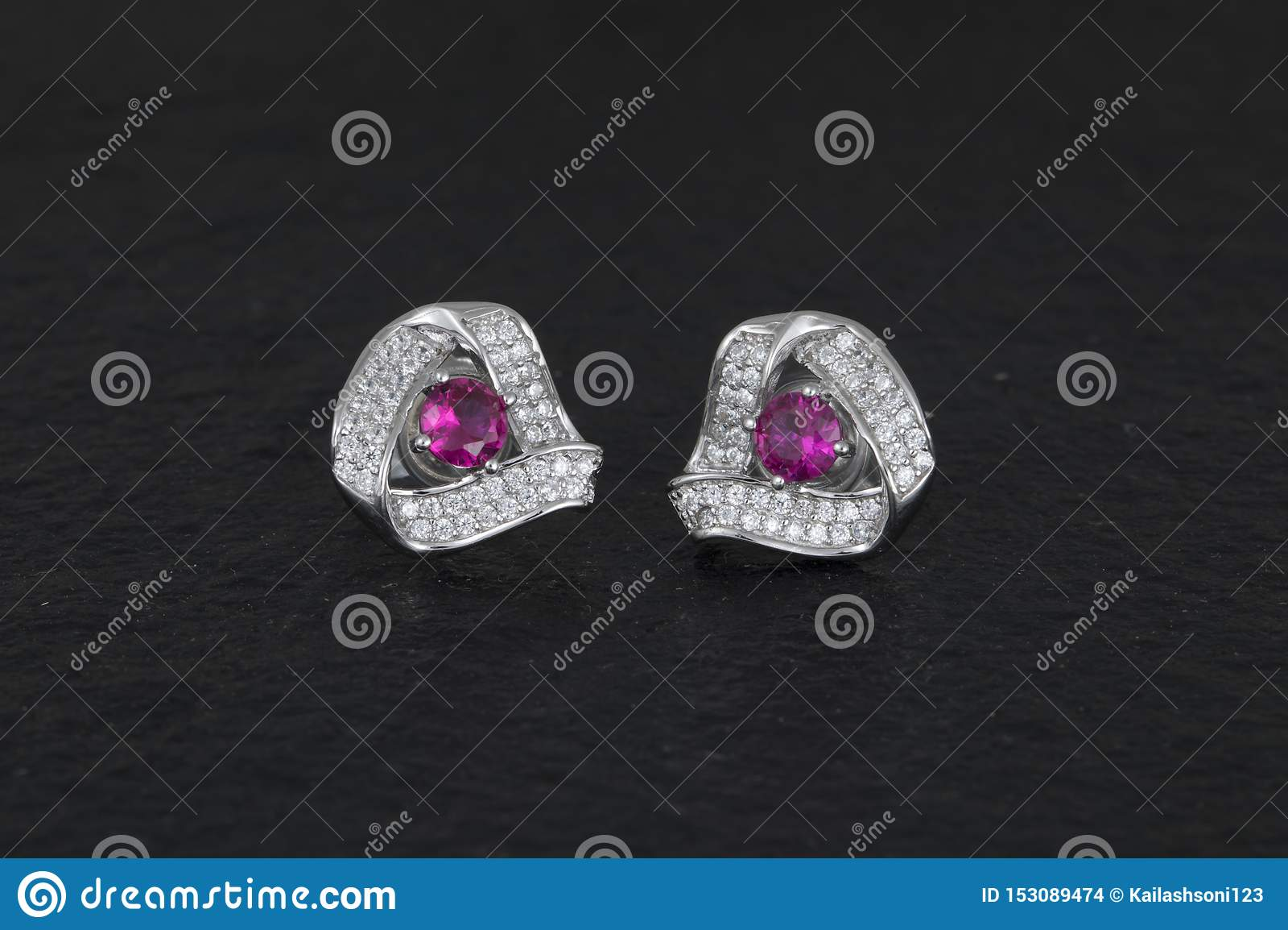 Daimond耳环