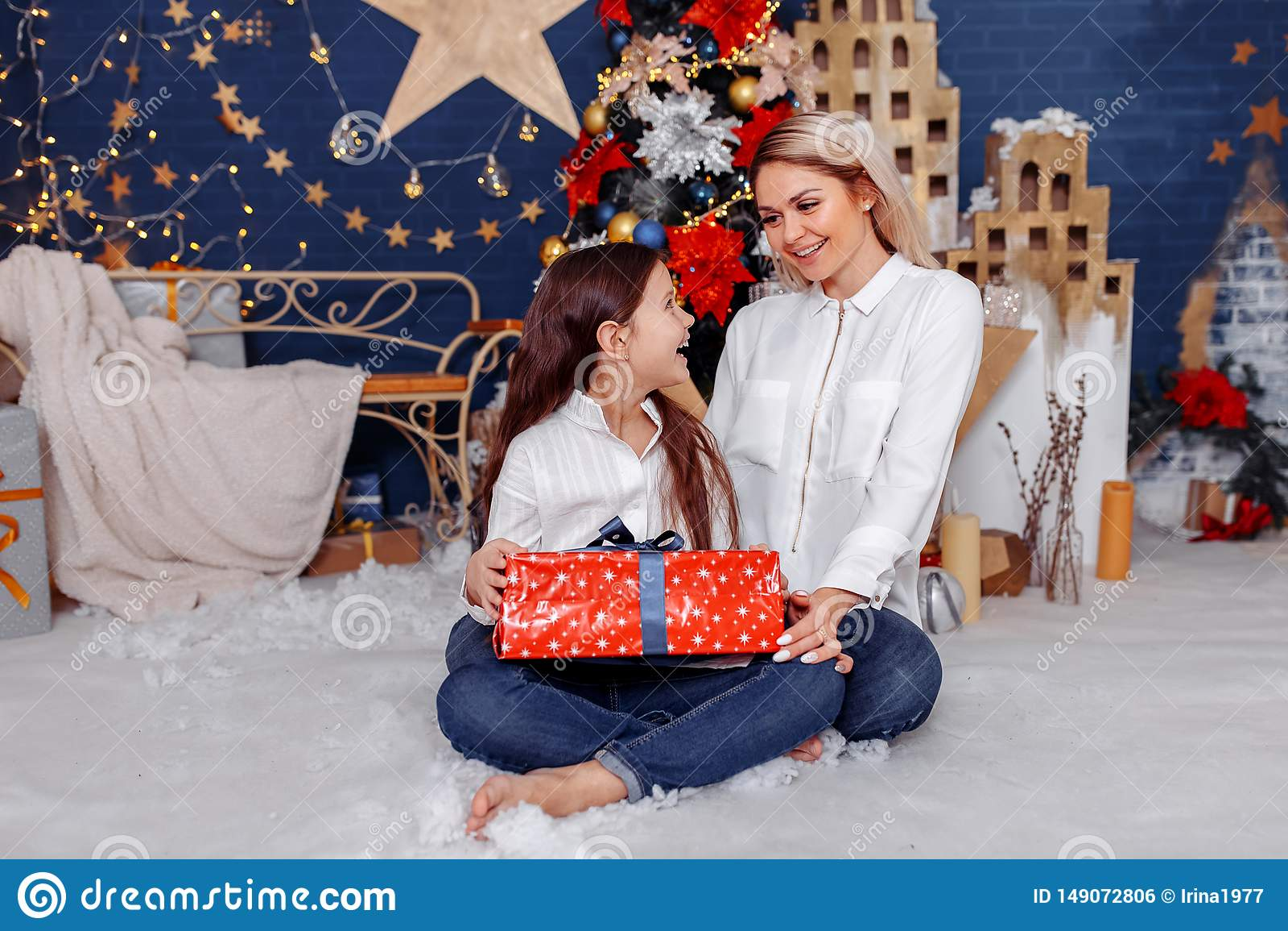 Daje jej matki prezent dziewczyna