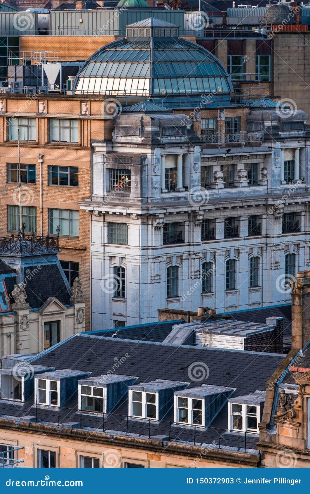 Daken en oude gebouwen in de stadscentrum van Glasgow, Schotland, het UK