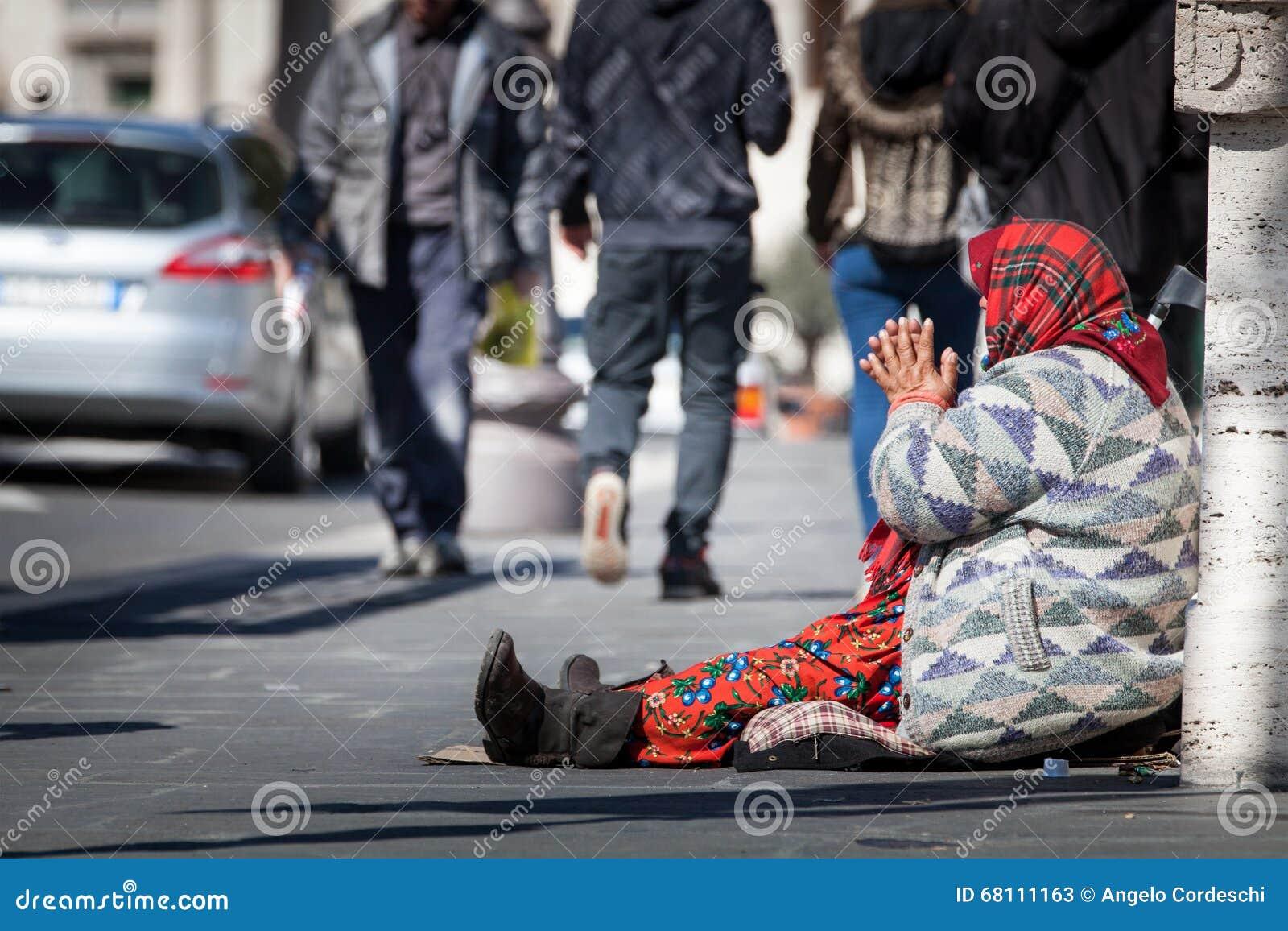 Dakloze bedelaar Vrouw die om aalmoes vragen straat Roman Forum van Th