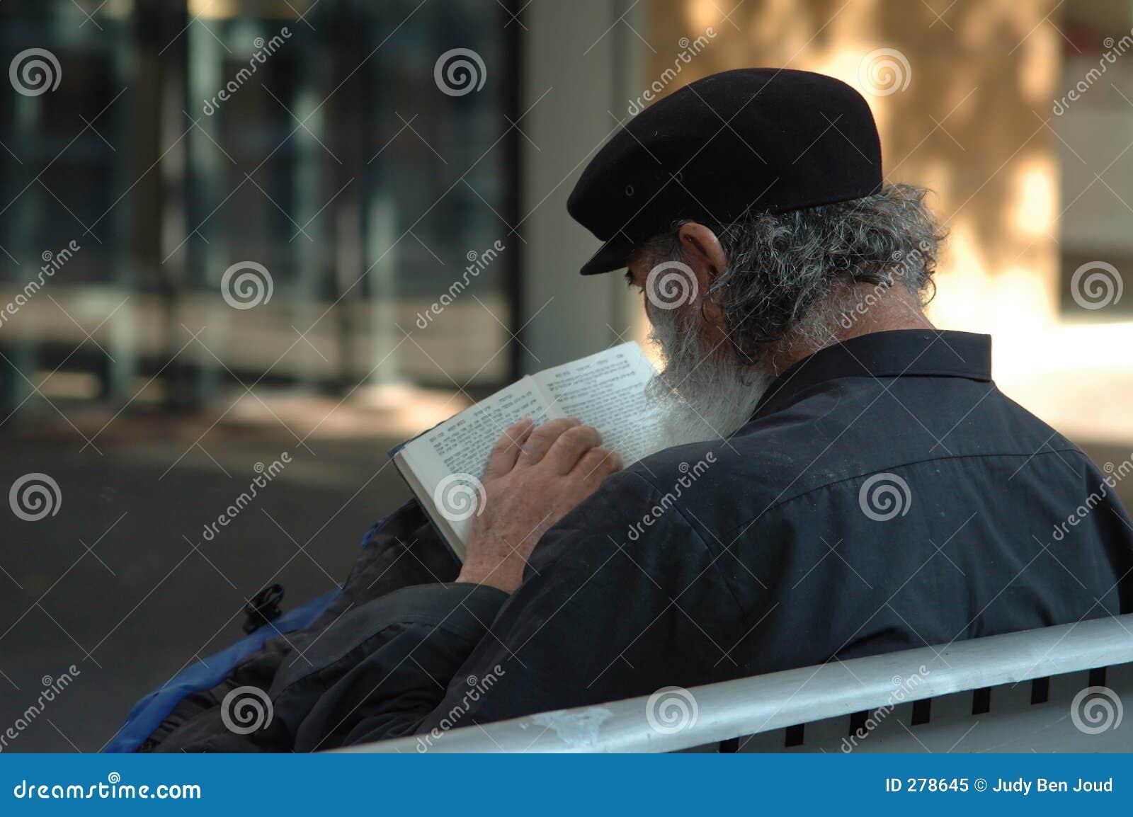 Daklozen die de bijbel lezen